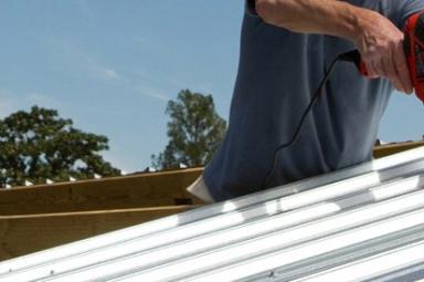 Sửa chữa lỗ rò rỉ hệ thống mái tôn lợp